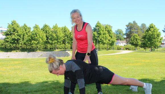STYRKE: - Da Veronica fikk tilnærmet lik kontroll over begge sider av kroppen, gikk vi over til mer vanlige styrkeøvelser. FOTO: Privat