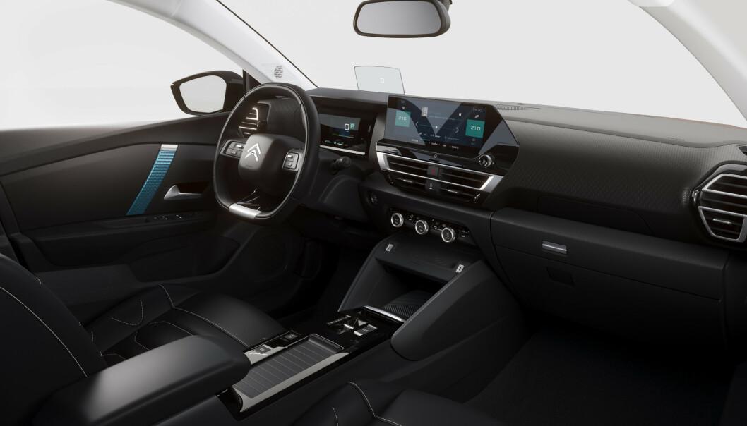 GOD PLASS: Bilen byr på god plass, sammenlignet med de mindre slektningene. Foto: Citroën