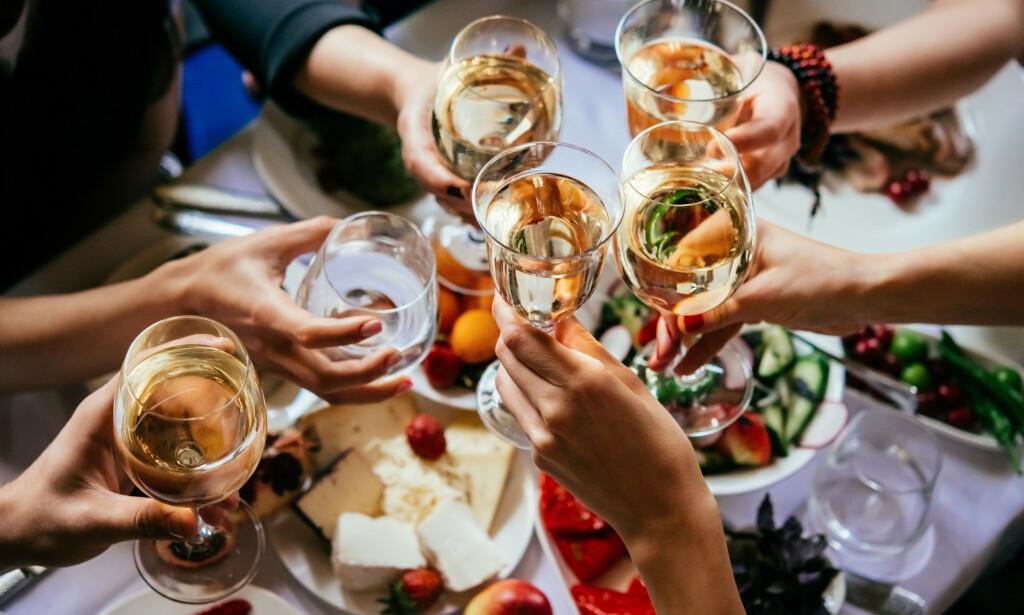 SJØMAT: Chablis-vinene får en ren, frisk stil som gjør de meget egnede å kombinere med et variert spekter av fisk, skjell og skalldyr. Foto: Shutterstock/NTB Scanpix