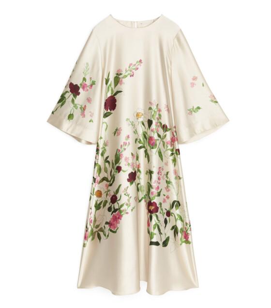 Blomstrete kjole (kr 1150, Arket).