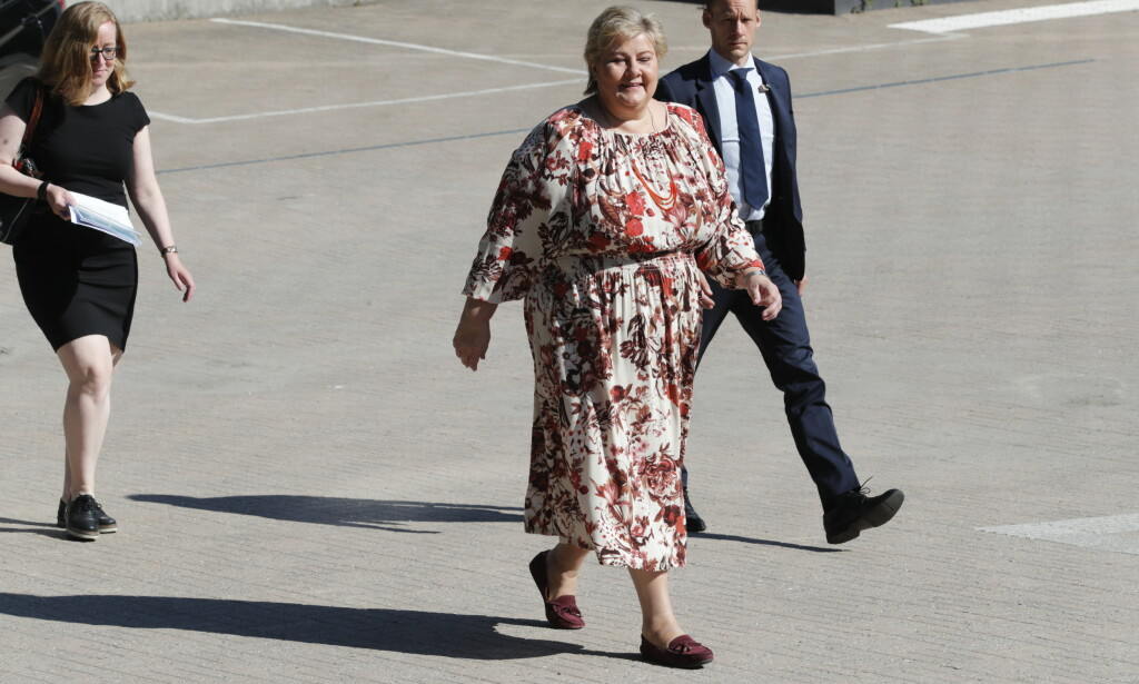 REGIONER: Frp-nestor Carl I. Hagen mener statsminister Erna Solberg (H) bør vurdere å åpne for reiser til deler av Spania og andre typiske ferieland. Fredag kommer en ny løypemelding fra Solberg om coronahåndteringen. Foto: Terje Bendiksby / NTB scanpix