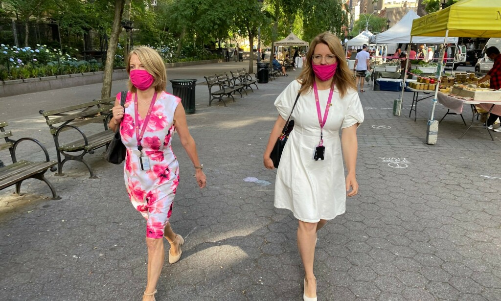 PÅ VEI: FN-ambassadør Mona Juul (t.v.) og Norges kampanjeleder for en plass i Sikkerhetsrådet, Ragnhild Imerslund på vei til FNs hovedkvarter. Foto: Vegard Kristiansen Kvaale / Dagbladet