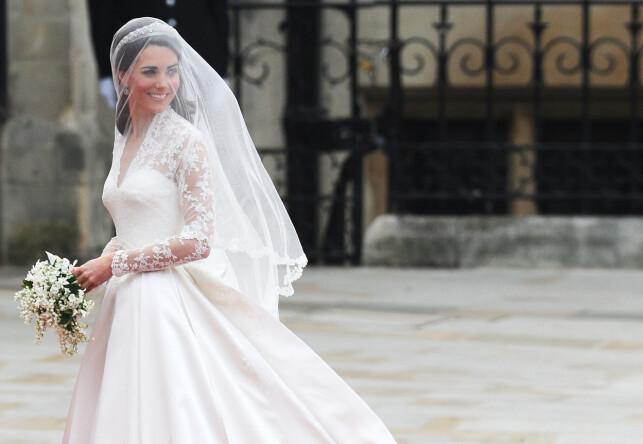NYTT LIV: Hertuginne Kate, den gang Kate Middleton, på vei inn i kirka for å gifte seg med den britiske prinsen. Etter dette har livet aldri vært det samme. Foto: NTB Scanpix