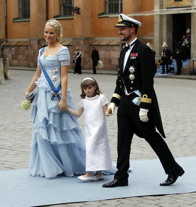 SPESIELT OPPDRAG: Prinsesse Ingrid Alexandra, som er Victorias fadderbarn, var brudepike da det svenske kronprinsesseparet giftet seg for ti år siden. Foto: Lise Åserud / NTB Scanpix