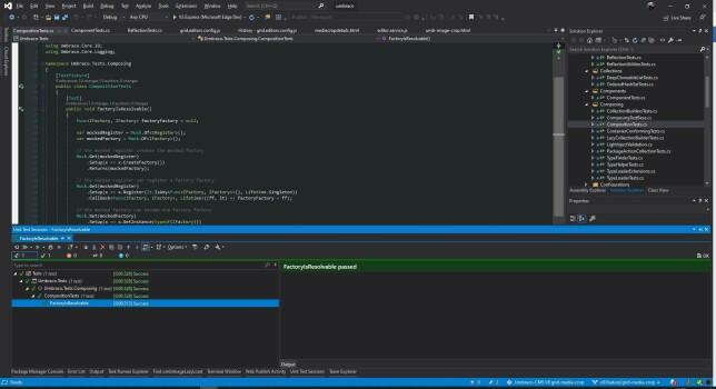 """Lars-Erik Aabech: """"Bruker stadig """"default"""" VS Code med ymse plugins til JS og """"småting"""". Den har tatt over for Notepad, for å si det sånn. 😆  Men har stort sett vært i VS Enterprise med R# de siste 20 åra, og brukt Dark + Son of Obsidian Theme siden studiostyl.es kom online.  (R# testrunner i bunnen der)."""""""