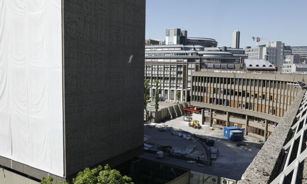 UTSIKT: Plassen foran Y-blokka sett fra taket. Foto: Nina Hansen / Dagbladet