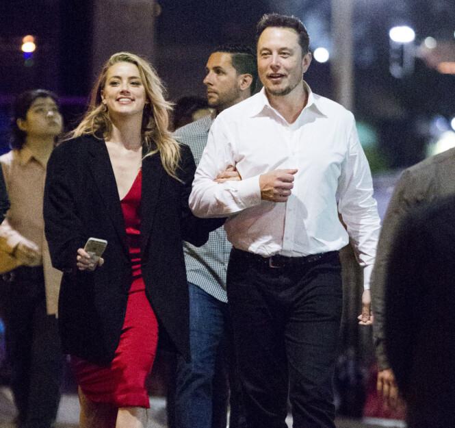 ROMANSE: Her er Amber Heard og Elon Musk avbildet sammen i mai i 2017. Foto: NTB Scanpix