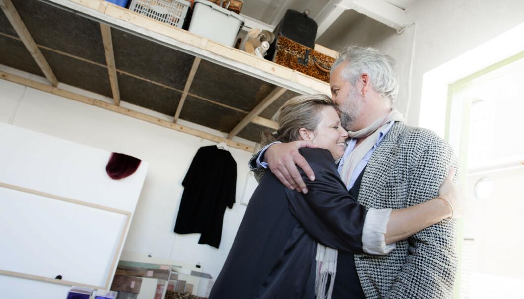 SØSKENKJÆRLIGHET: Ari Behn (45), billedkunstner og kunstkurator Anja Bjørshol (43) og filmregissør Espen Bjørshol Solberg (38) hadde sin første utstilling sammen i Moss Kunstgalleri i 2017. Foto: NTB scanpix