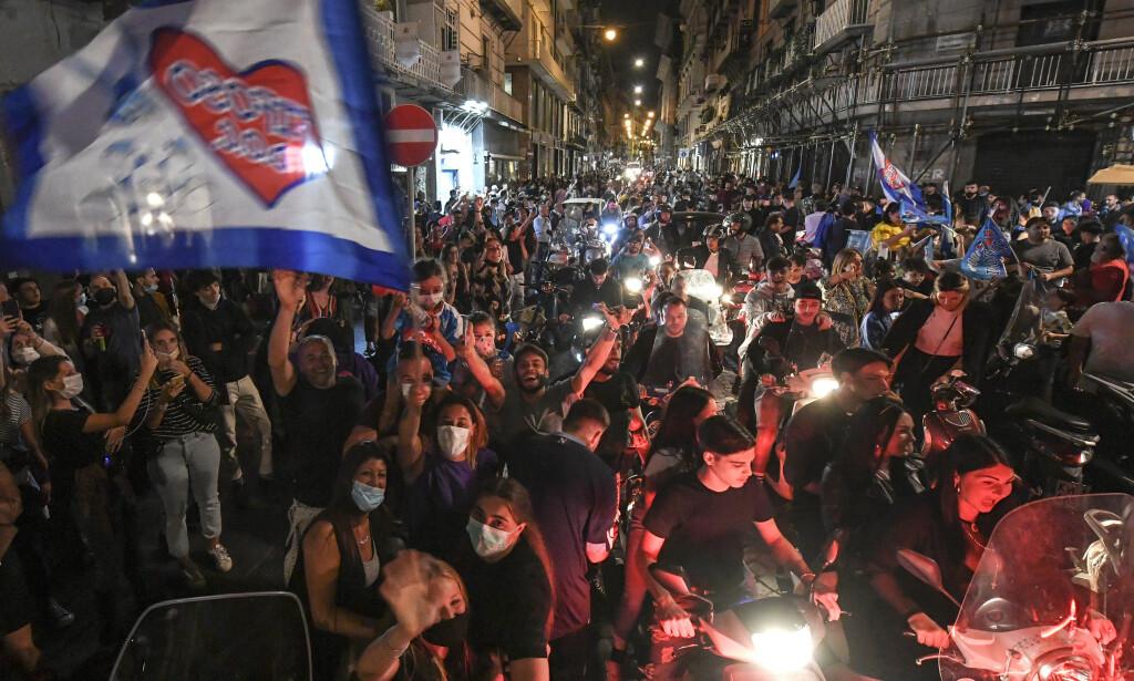 FOLKEFEST: Tusenvis tok til gatene etter seieren. Foto: NTB Scanpix/PA