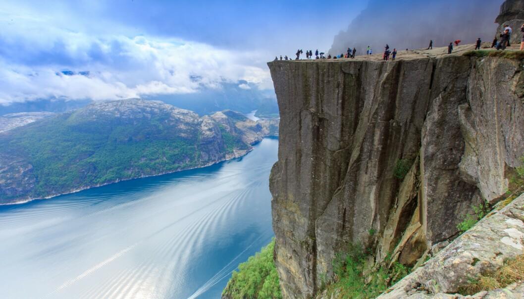 FORBERED DEG: Norgesferie kan by på store opplevelser, men det er ikke bare bare å legge ut på tur i fjellheimen. Kanskje er det i år du skal besøke Preikestolen? FOTO: NTB scanpix