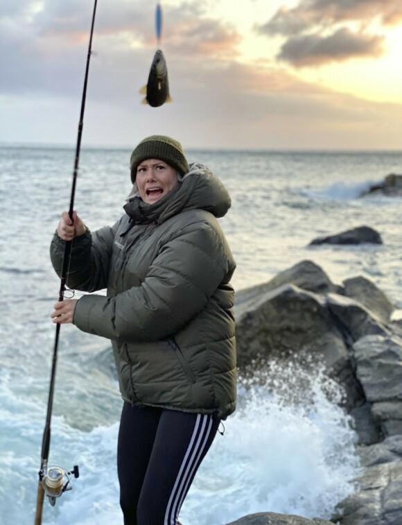 <strong>SHIT FISKE:</strong> Ta med fiskestang. Den kan brukes i havet, i fjordene og ved ferskvann langs veien. Men husk fiskekort om du skal fiske i ferskvann. FOTO: Lasse Engeland