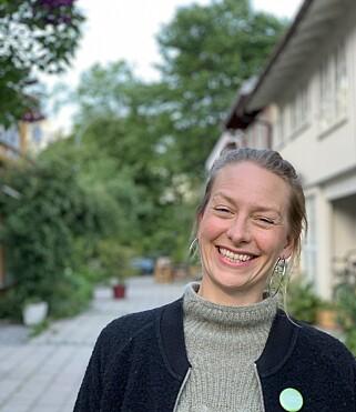 GÅR FOR NATUR: Tuva Løkse (MDG) er stolt av at bydelsutvalget i Gamle Oslo har vedtatt at ingen framtidige barnehager skal ha lekeplass med plastdekke. Foto: Privat