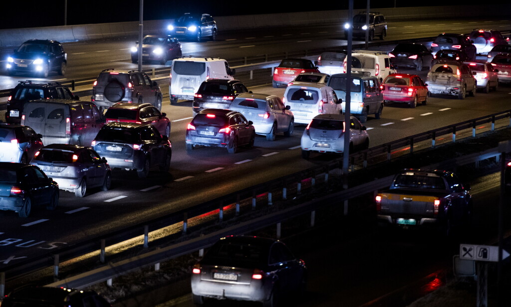 OSLO: Mange er tilbake på jobb og køene er større etter at samfunnet er åpnet opp. Foto: Jon Olav Nesvold / NTB scanpix