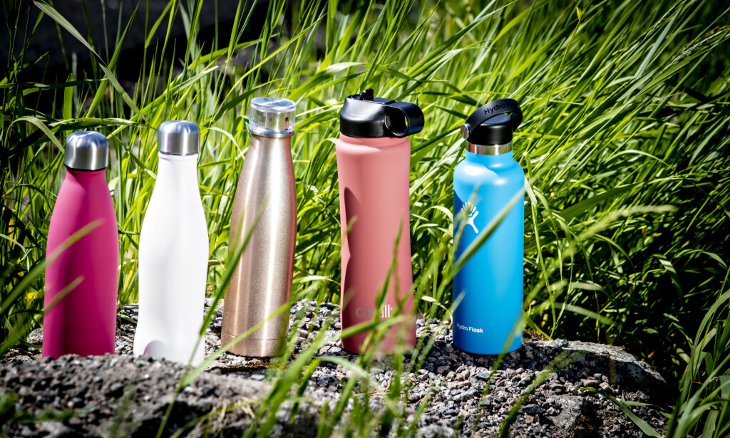 FEM FLASKER: Fem spreke flasker for kalde og varme drikker. Ikke alle holder vannet kjølig lenge nok. Foto: Bjørn Langsem