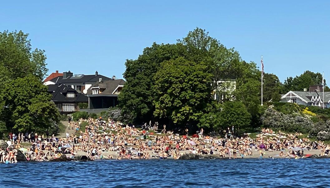 Oslo 20200601.  Folksomt p badestranden p Huk p Bygdy i Oslo i det flotte sommervret med sol og varme 2.pinsedag. Foto: Erik Johansen / NTB scanpix