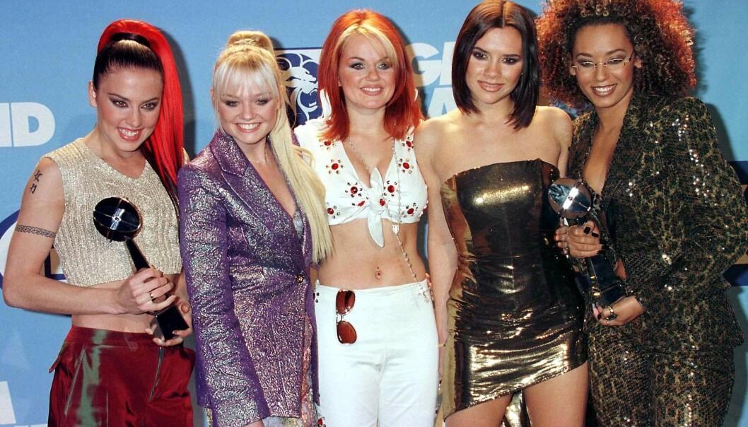 90-TALLET: Her er Victoria Beckham avbildet sammen med Melanie Chisholm, Emma Bunton, Geri Halliwell og Melanie Brown i 1997. Foto: NTB Scanpix
