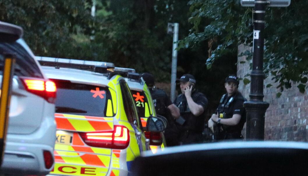 READING: Politiet er på plass i parken Forbury Gardens i Reading etter en alvorlig knivhendelse. Foto: NTB Scanpix