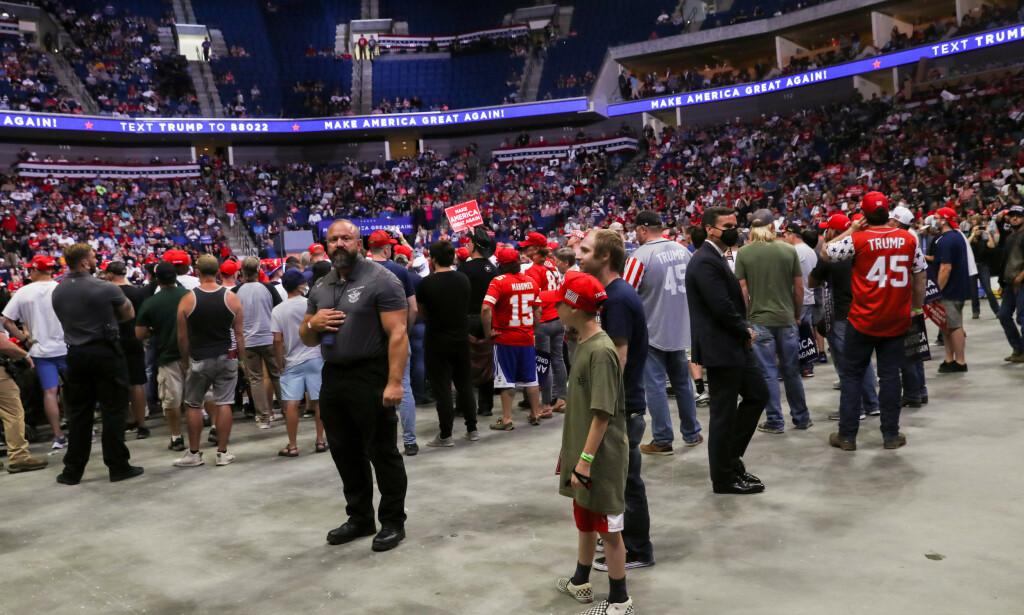 IKKE FULLT: Trump-tilhengerne fylte ikke arenaen i Tulsa i Oklahoma. Foto: REUTERS/Leah Millis