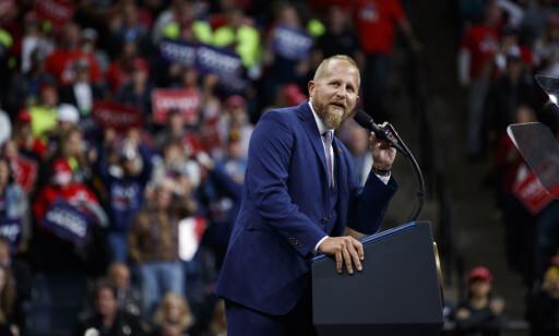 FÅR KJEFT: Donald Trumps valgkampsjef, Brad Parscale, er i hardt vær etter folkemøtet i Tulsa. Foto: AP Photo/Evan Vucci, File