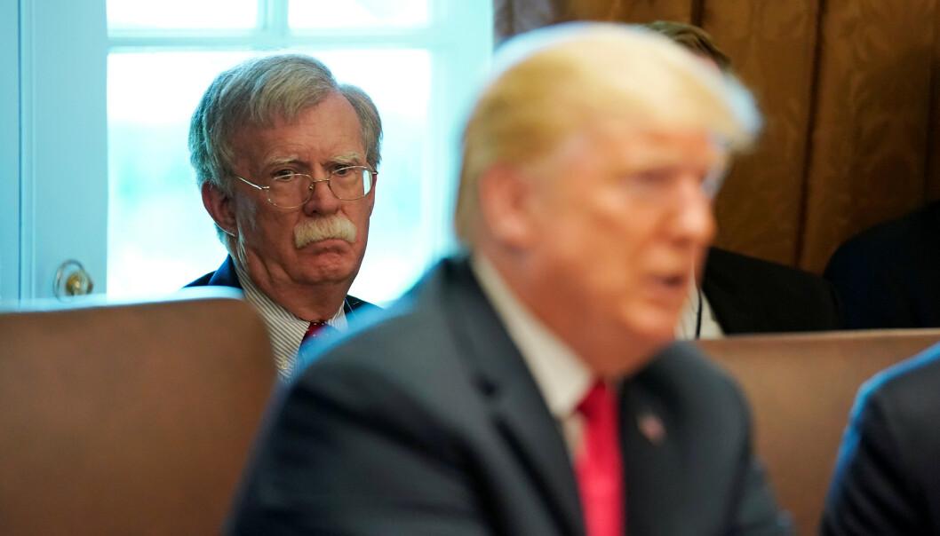 FIKK SPARKEN: Donald Trump valgte John Bolton som nasjonal sikkerhetsrådgiver i mars 2018. Allerede i april året etter skal han ha fått sparken. Bolton hevder imidertid at han selv valgte å gå. Foto: Kevin Lamarque / REUTERS / NTB scanpix