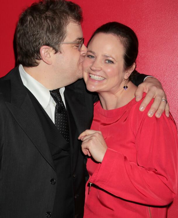DØDE BRÅTT: Patton Oswalt og Michelle McNamara var gift i omlag ti år før hun døde brått. Her er de sammen på en etterfest i New York i desember 2011. Foto: Dave Allocca/ Starpix/ REX/ NTB scanpix