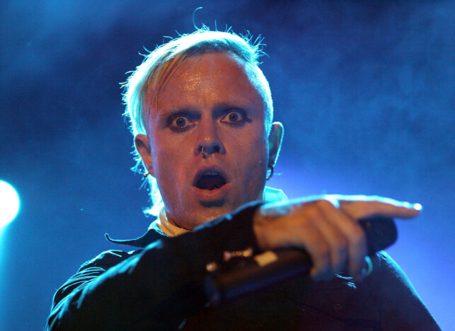 FILE PHOTO: Prodigy vocalist Keith Flint performs at the Gurten Festival near Berne, July 15, 2005. Some 16,000 people attend the three-day long festival which takes place on the Gurten hill. Picture taken July 15. REUTERS/Stefan Wermuth/File Photo