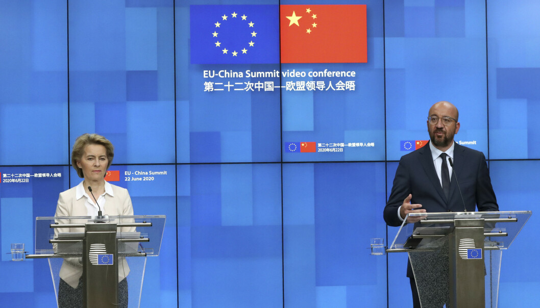EU-kommisjonens president Ursula von der Leyen og EU-president Charles Michel under pressekonferansen etter det digitale toppmøtet med Kinas president Xi Jinping. Foto: Yves Herman, Pool Photo via AP/NTB Scanpix