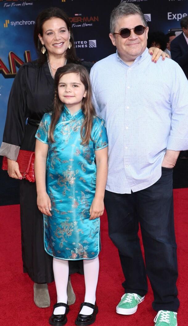 PÅ RØD LØPER: Meredith Salenger, Patton Oswalt og hans datter Alice på «Spider-Man: Far From Home»-premieren i Los Angeles sommeren 2019. Foto: NTB scanpix