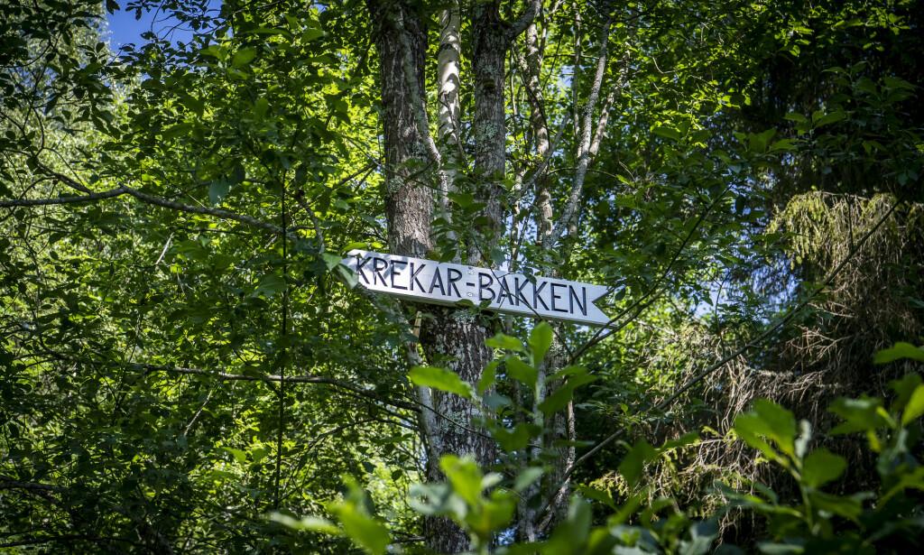 KONTROVERSIELT: Det er blitt hengt opp et skilt i en bakke som leder rett opp til Kongsvinger fengsel, som lyder «Krekar-bakken». Mulla Krekar har i lange perioder vært innsatt ved fengselet, og det har blitt kontrovers rundt navnevalget. Foto: Lars Eivind Bones / Dagbladet