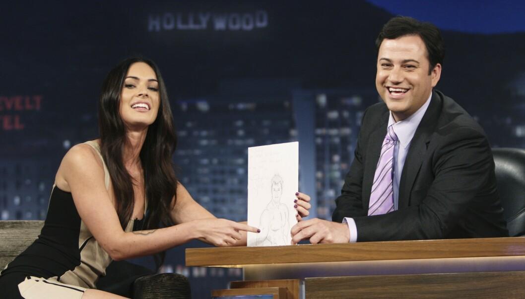INTERVJU: Det var i et intervju med Jimmy Kimmel at Fox uttalte seg om sin opplevelse med filmregissør Michael Bay. Her er Fox og Kimmel avbildet ved en annen anledning i 2003. Foto: ABC TV/ NTB Scanpix