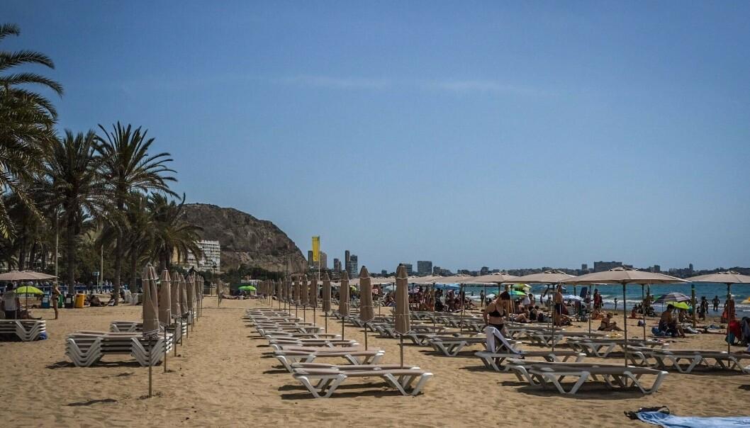 STILLE: Heller ikke på Alicantes strender er det mye folk. Turismen i byen ligger fortsatt brakk. Foto: Embla Hjort-Larsen/ Dagbladet