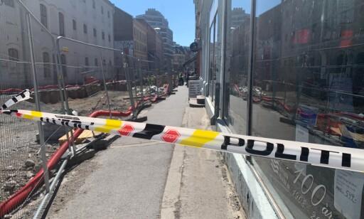STENGT: Politiet stengte av deler av gata. Foto: Audun Hageskal / Dagbladet
