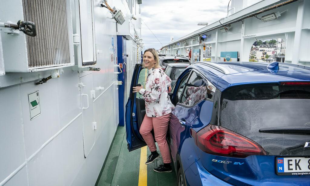 ELEKTRISK: Sylvi Listhaug parkerer elbilen på fergen over til Molde. Lokalt ønsker Frp heller å beholde fergene enn å bygge svindyre undersjøiske tunneler for bompenger. Foto: Hans Arne Vedlog / Dagbladet