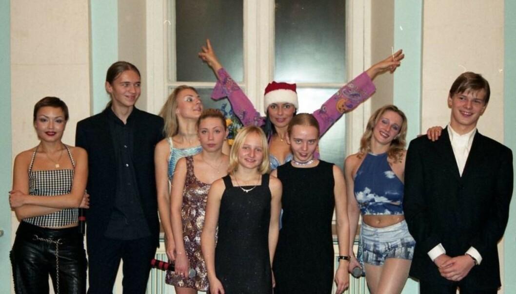 BEKREFTET: Den russiske popgruppa Strelki har bekreftet at bildet er autentisk. De hevder derimot at de ikke visste at det var Putins døtre de spilte for. Foto: Sergej Pugatsjov