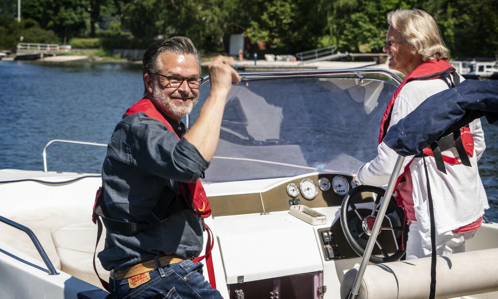 AVSKJED: Lars Boje Madsen ankom torsdag og dro hjem torsdag - fraktet til Flytoget med båten til Magnussen på Nesøya. Foto: Hans Arne Vedlog / Dagbladet