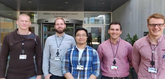 Team anonymisering - som OsloMet-studentene kaller seg - pent antrukket på studiebesøk. 📸: Privat