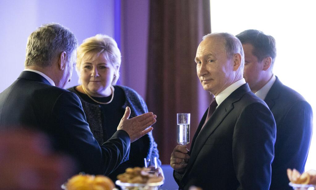MIDDAGSSELSKAP: Statsminister Erna Solberg på en middag for stats- og regjeringssjefer i St. Petersburg i april i fjor, der president Putin var vertskap.   Foto: Berit Roald / NTB scanpix