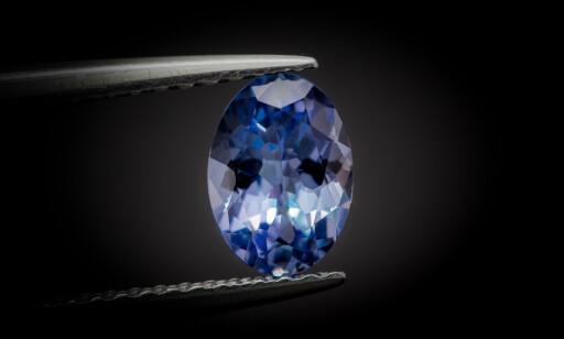 EKSKLUSIVE: De vakre blå steinene er svært verdifulle og brukes både til smykker og pyntegjenstander. Foto: Scanpix