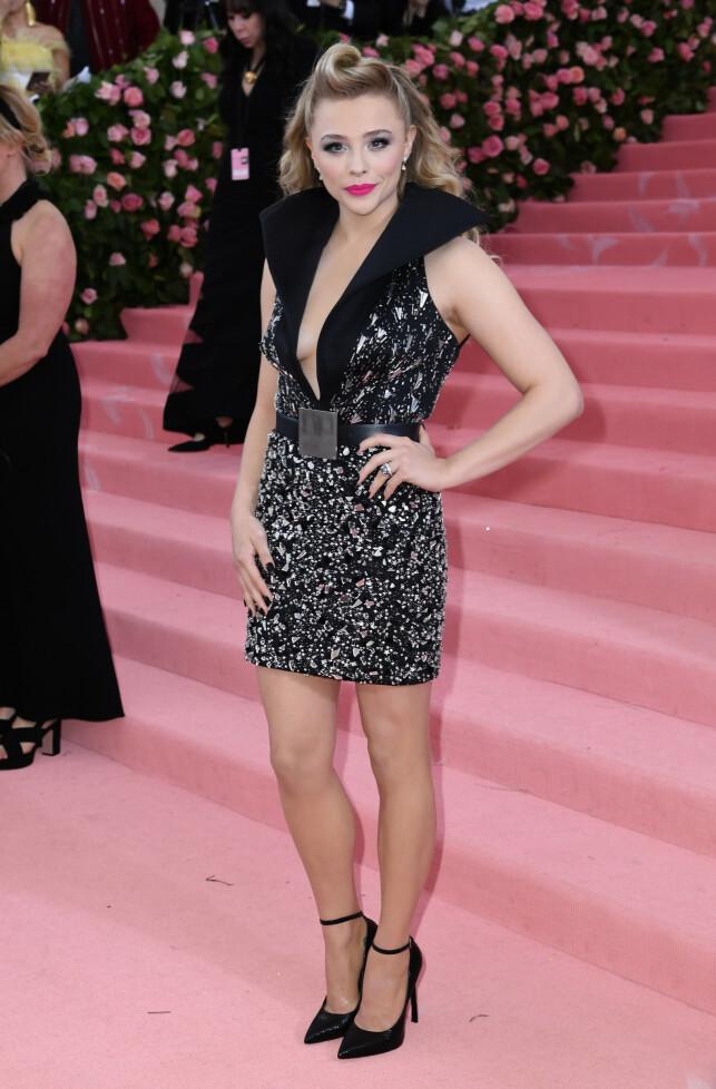 BLE BEDT OM Å FORANDRE SEG: Skuespiller Chlöe Grace Moretz har blitt fortalt at hun burde fikse tennene sine og fjerne noen ribbein. Foto: NTB Scanpix