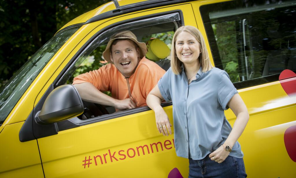 FØRSTE PAR UT: Niklas Baarli og Silje Nordnes åpnet årets sommerprogram på NRK i kveld, da de begynte å kjøre sørover fra Nordkapp. Foto: NRK