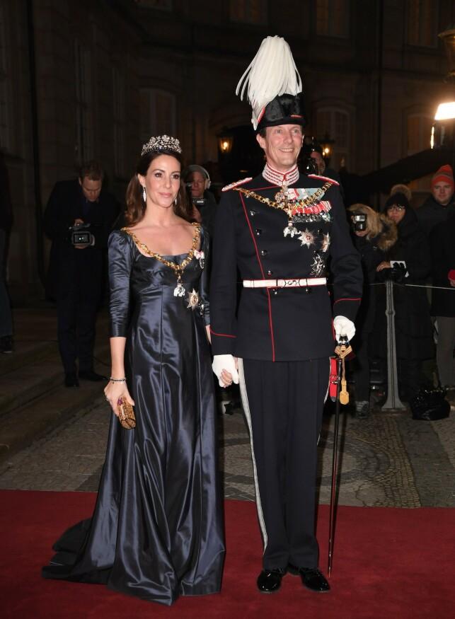 DANMARKS BEST BETALTE SOLDAT: Det ble tidlig nevnt at prins Joachim kom til å bli Danmarks best betalte soldat som følge av apanasjen sin på rundt 3,8 millioner danske kroner. Her avbildet med kona prinsesse Marie tidligere i år. Foto: NTB Scanpix