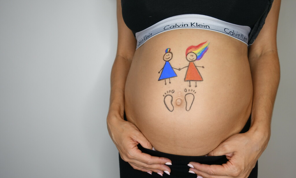BRUKTE DONOR: Therese og Julie måtte til Danmark for å bli mammaer til Nelly. Foto: Privat
