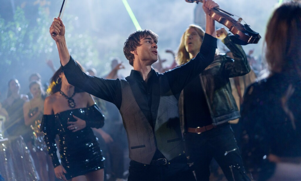 """RYBAK: Alexander Rybak is seen in the role of himself in the movie """"Eurovision Song Contest: The Story of Fire Saga"""". Photo: CLAIRE FOLGER / NETFLIX."""