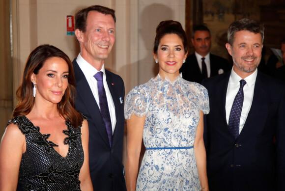 FÅR BEHOLDE APANASJEN: I dag ble det besluttet at prins Joachim får beholde sin årlige apanasje på godt over tre millioner danske kroner. Her er han avbildet med kronprins Frederik, kronprinsesse Mary og kona prinsesse Marie. Foto: NTB Scanpix