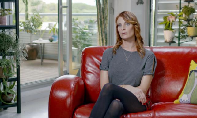 HARDT UT: Sarah Ransome er blant de som deltar i Netflix-dokumentaren om Epstein. Hun hevder hun ble voldtatt i dagevis. Hun sier også at Epstein og Maxwell ikke var et par. Foto: Netflix