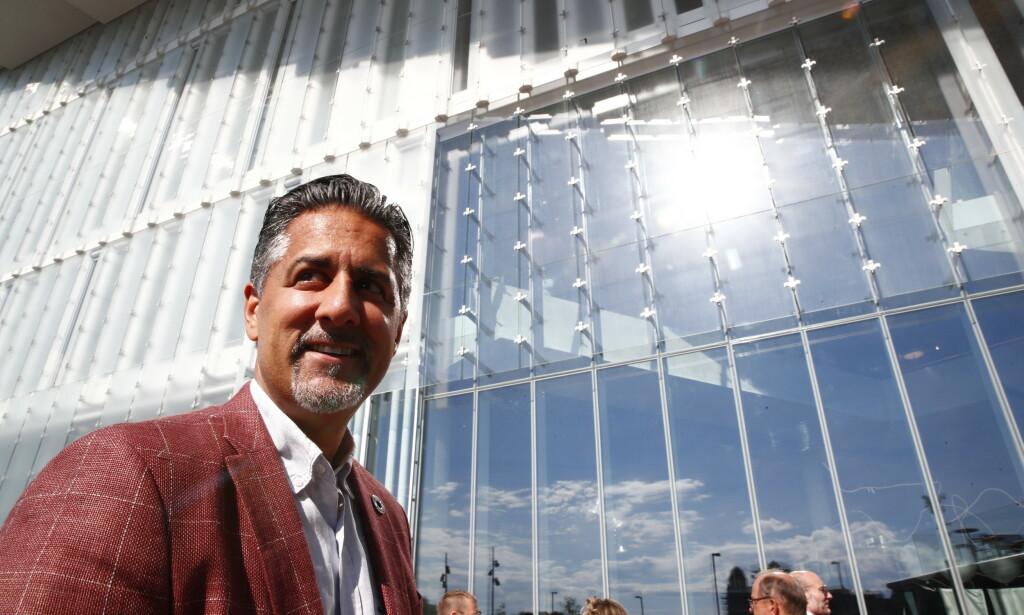 VIL MØTE MICROSOFT: Kulturminister Abid Raja (V) vil møte Microsoft, som planlegger å fjerne nynorsk fra Outlook-appen på Iphone og Ipad i slutten av juni. Foto: Terje Pedersen / NTB Scanpix