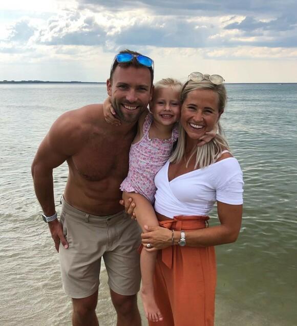 NYTT KAPITTEL: Inger og Ian Houghton, kjent som gründere og treningsbloggere i Dubai, forlot emiratet til fordel for Norge. Her er de fotografert med datteren Kaia. Foto: Privat