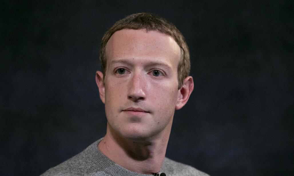 <strong>GIGATAP:</strong> Mark Zuckerbergs verdi har falt med 70 milliarder kroner etter stor annonsør-boikott på Facebook, skriver Bloomber på lørdag. Foto: AP Photo/Mark Lennihan / NTB Scanpix