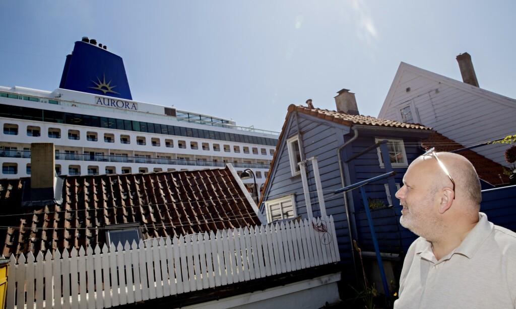 2019: Hageutsikten fra nabolaget i Øvre Strandgate i fjor sommer, i baklken over og 50 meter fra Stavangers byhavn Vågen. Foto: Kristian Ridder-Nielsen.