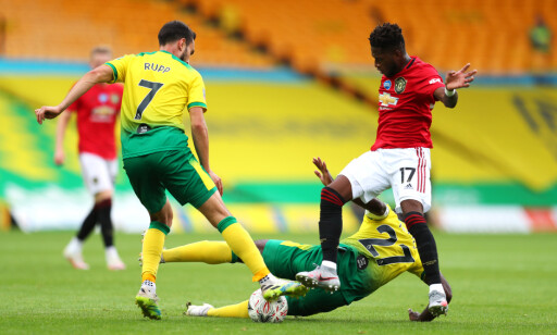 I DUELL: Alexander Tettey ofret alt i duell med Manchester United's Fred (right) battle for the ball during the FA Cup quarter final match at Carrow Road, Norwich.